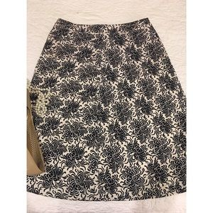 Gap A line skirt size 0 navy and cream